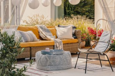 Is it safe to buy outdoor garden furniture during covid 19?